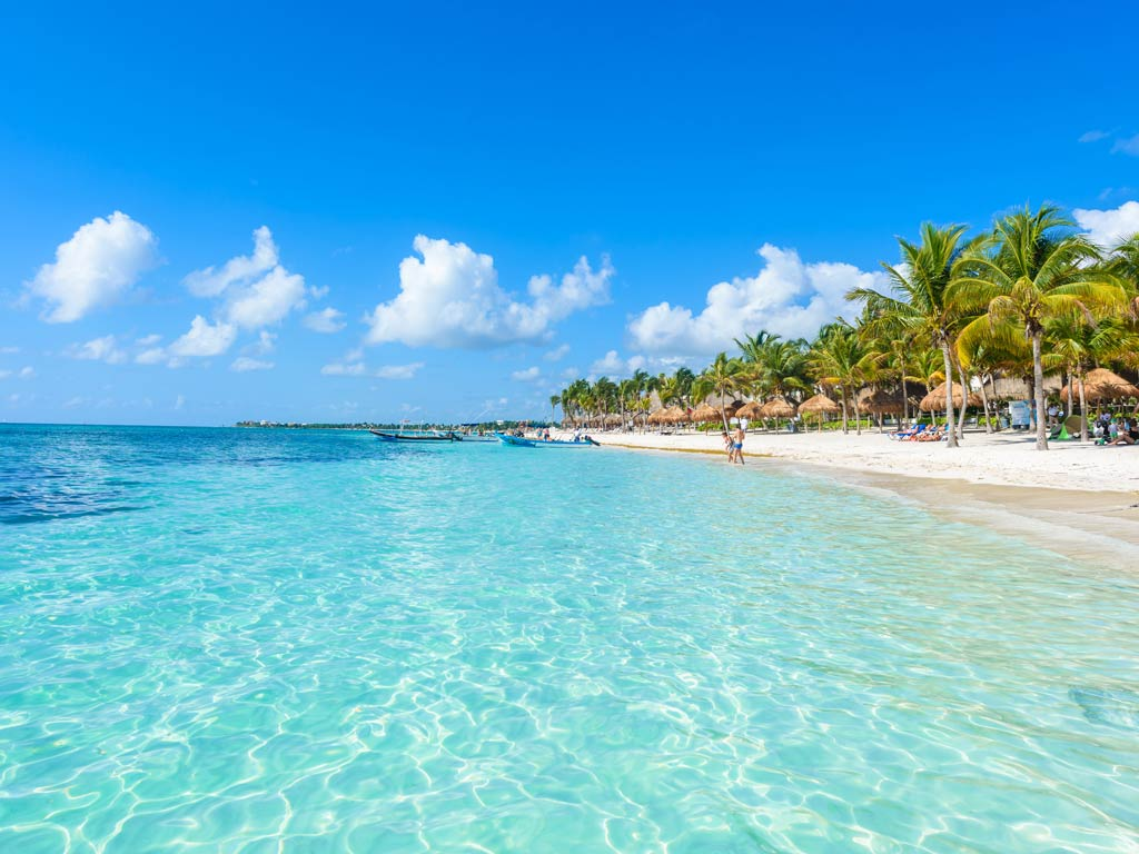 A view of a beautiful beach in Cancún with crystal clear blue waters