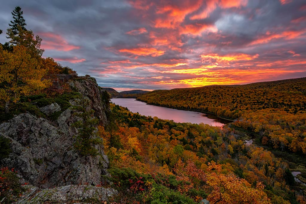 A sunrise over the Lake of the Clouds in Michigan