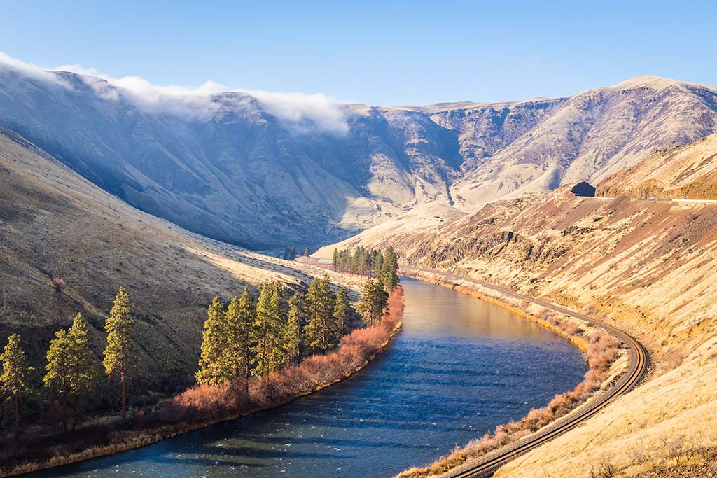 A view of Washington's Yakima River running through a mountainscape