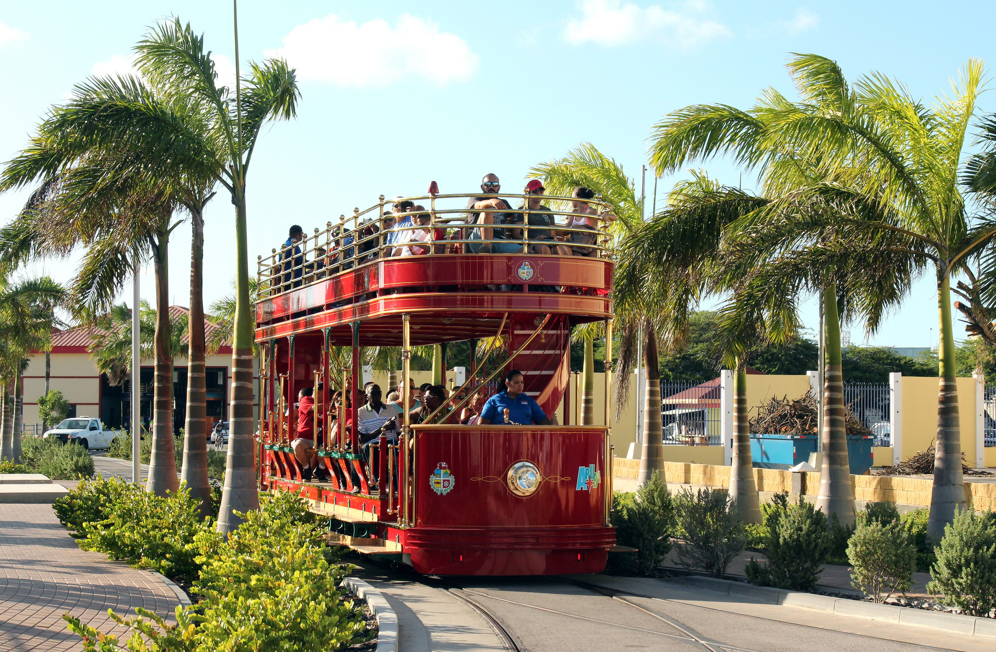 the free tourist trolley in Oranjestad