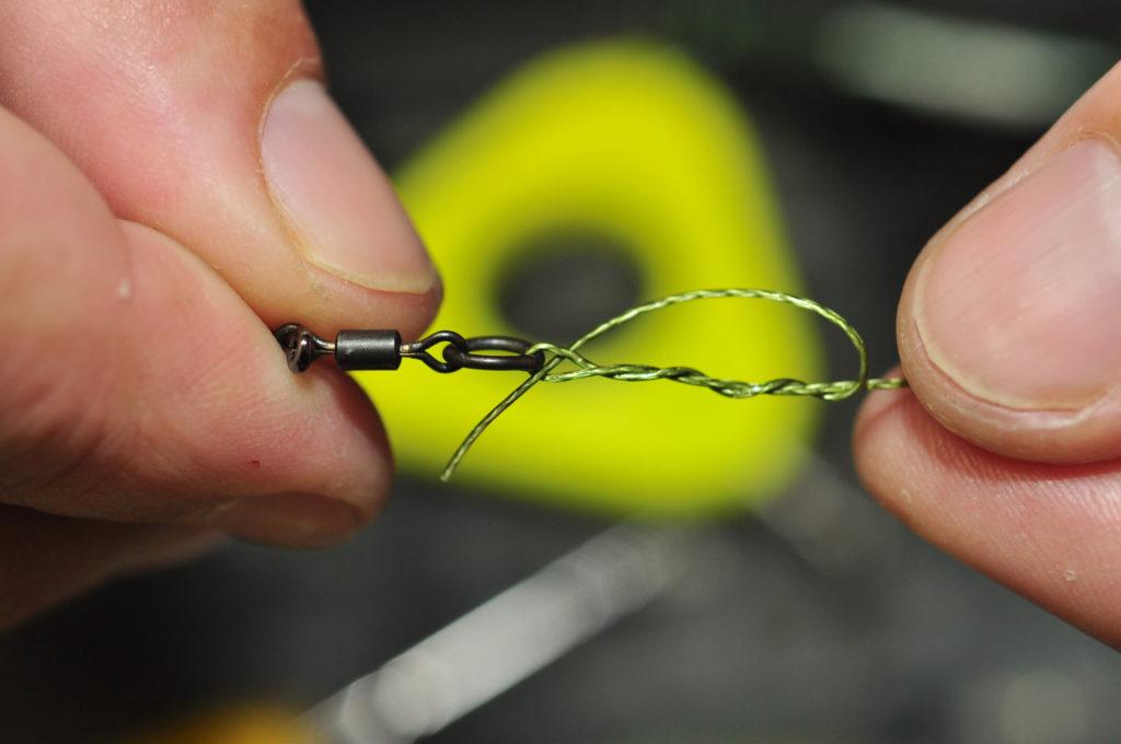 a closeup of a fishing line on a swivel